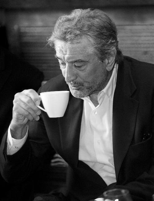 robert de niro: tomando cafe
