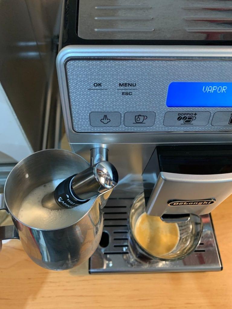 De'Longhi Autentica Plus ETAM 29.620.SB - Funcionamiento con leche