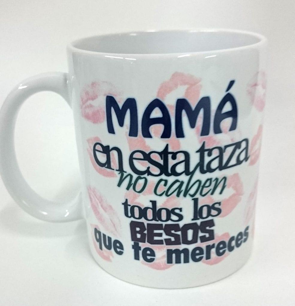 """Taza """"Mamá en esta taza no caben todos los besos que te mereces"""""""